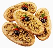 Crostini con la crema di olive (Röstbrote mit Olivencreme)