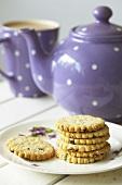 Fruit shortcakes with tea