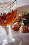 Fruit-flavoured beer and grilled scallops