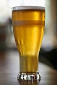 Ein Glas Lager Bier
