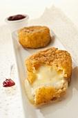 Gebackener Camembert mit Preiselbeerkonfitüre