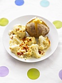 Blumenkohlröschen mit Käse gratiniert, Ofenkartoffel