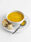 Cream of vegetable soup with baguette