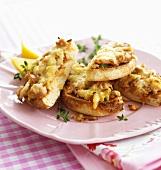 Toasted tuna and cheese muffins (English muffins)