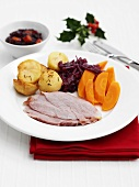 Roast ham with roast potatoes, carrots and red cabbage (Christmas)