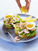 Bread roll with prawns and egg