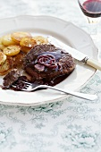 Fillet steak with Barolo sauce and fried potatoes