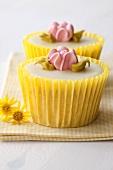 Lemon cupcakes with sugar flowers