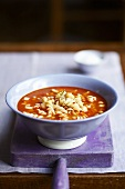 Tomato soup with fusilli and chick-peas