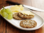 Oatcakes with cheese and grapes