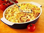 Macaroni and Cheese mit Schinken und Tomaten