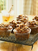 Cinnamon and date muffins with nuts and honey