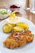 Breaded veal escalope with parsley potatoes