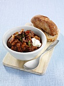 Chilli con carne with sour cream and bread