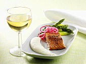 Salmon marinated in honey with Jerusalem artichoke puree and asparagus