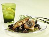 Gebratener Hering mit Rote-Bete-Salat und Dill