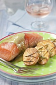 Salmon with green tea sauce and fried potatoes