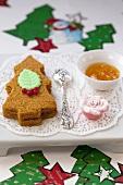 Christmas-tree shaped spiced cake