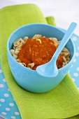 Small noodles with tomato sauce