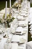 Hochzeitstafel in Weiss