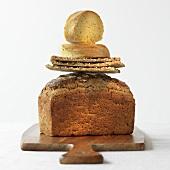 Drei Brotsorten im Stapel