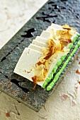 Tofu mit Soja-Wasabisauce und Bonitoflocken