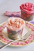 Zwei Rosen-Cupcakes