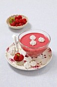Cold raspberry soup with meringue