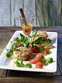 Crabcakes mit Feldsalat und Grapefruit