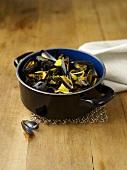 Cozze alla sarda con bottarga (mussels in white wine with fish roe)