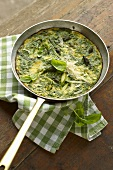 Frittata con gli asparagi (frittata with herbs and asparagus)