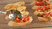 Making bruschetta (German Voice Over)