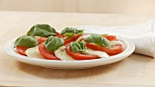 Preparare l'insalata caprese (English Voice Over)
