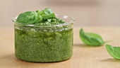 Pesto being made (German Voice Over)