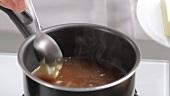 Sauce mit kalter Butter binden