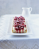Raspberry tart with white chocolate