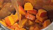 Pumpkin soup being prepared (German Voice Over)