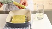 Cannelloni mit Spinat-Ricotta-Füllung zubereiten