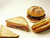 Sandwiches mit Schinken, mit Roastbeef & ein Hot Dog