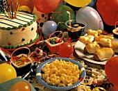 Buffet zum Kindergeburtstag mit pikanten & süssen Gerichten