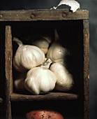 Whole Garlic Bulbs; Wood Box