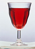 Ein Glas Cranberrysaft