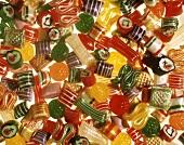 Viele bunte Zuckerbonbons & Zuckerstangen (Ausschnitt)