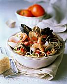 Spaghetti allo scoglio (Spaghetti with seafood, Italy)