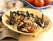 Linguine Lipari (Linguine with mussels and tomatoes)