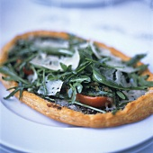 Pizza con la rucola (Rocket pizza with tomatoes & Parmesan)