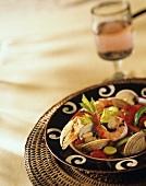 Meeresfrüchte-Eintopf auf Teller