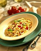 Fettuccine al pomodoro e basilico (Bandnudeln mit Tomaten)
