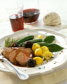 Veal with loganberries and vegetables