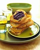 Crostini con crema di olive (Röstbrote mit Olivencreme)